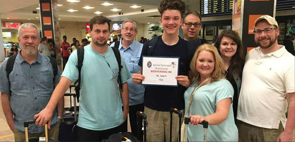 The mission team from St. Anne's Tifton in the Santo Domingo airport on January 31.