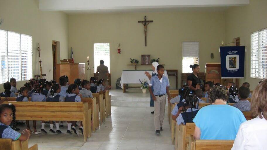School children in Buen Pastor.